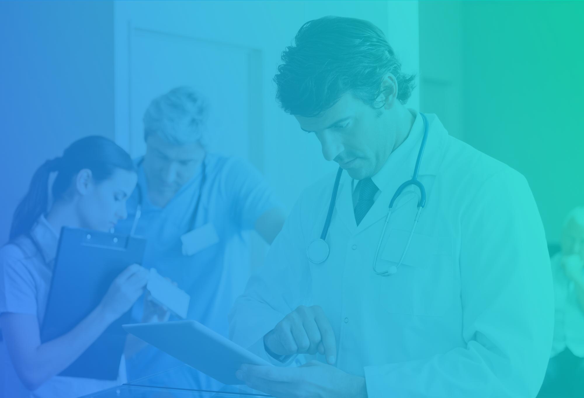 webinar-patientenportal-arzt-tablet